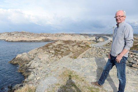 Anton Magne Turøy og konen Sigrunn Turøy måtte løpe for livet da rotoren fra helikopteret kom susende fra himmelen over dem.