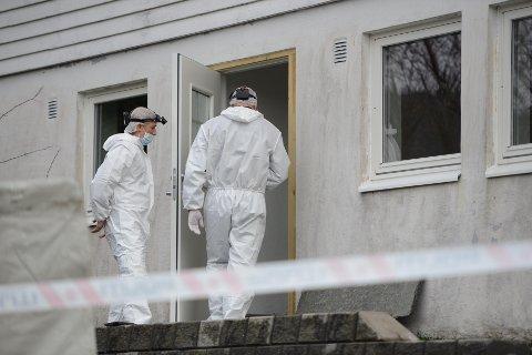Krimteknikere fra Bergen gjør åstedsgranskning mandag ettermiddag.