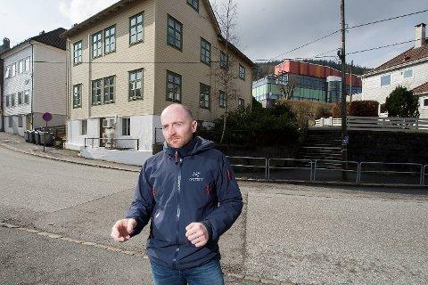 Cédric Luceau fant poser med narkotika liggende på fortauet i Solheimsviken like nedenfor Ny Krohnborg skole.