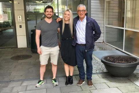 Samboer Jørgen, bestevenninne Trine og pappa før siste cellegiftkur.