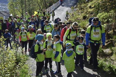 Nesten 1300 ivrige løpere sprang Løvstakken Opp lørdag formiddag. Det er ny rekord og over 1000 flere deltakere enn i debutåret 2012.