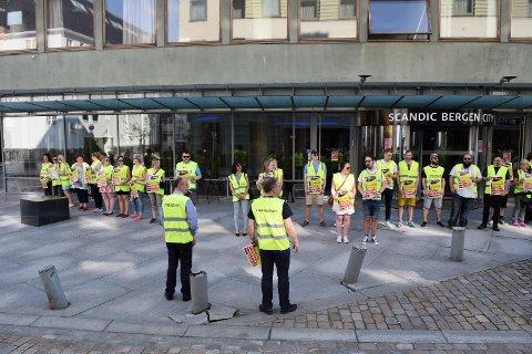 Fellesforbundet mobiliserte til en streikemarkering utenfor Scandic Bergen City søndag.