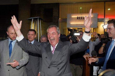 UKIP-leder og brexit-topp Nigel Farage jubler etter folkeavstemningen i Storbritannia. Nå peker pilene i hans retning.