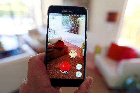 NY SUKKSESS-APP: Nintendos mobilspill Pokémon Go har hatt enorm suksess siden det ble lansert for seks dager siden.