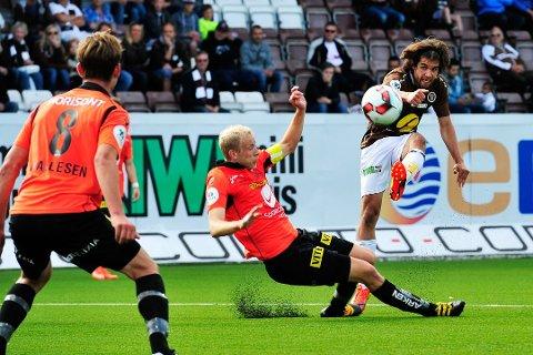 Tidligere Åsane-kaptein Vegard Leikvoll Moberg (i midten) har meldt overgang til eliteserieklubben Sogndal.