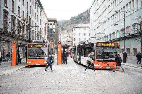 Flere av bussrutene endres når Bybanen forlenges fra Lagunen til Birkelandsskiftet mandag 15.august. Men få ruter legges ned.