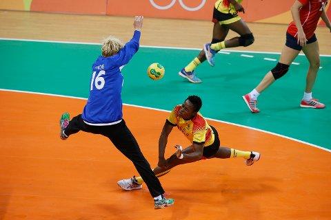 Katrine Lunde fikk sjansen fra start i OL-kampen mot Angola onsdag. Foto: