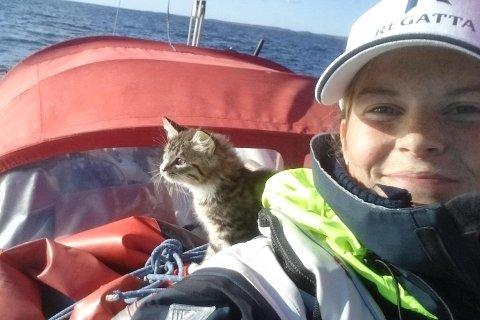 Sebastian fikk være med de to første ukene av seilasen da Oda Pedersen Taule seilte langs svenskekysten og til København. Der måtte skipskatten mønstre av - før Oda og Snuppa satte kursen mot Frankrike.
