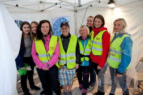(Fra venstre) Anna Grotmol, Nora Grotmol, Camilla Grung, Anne Berit Guttormsen, Gørild Ahlbom, Henriette Skare, Ingvill Søviknes og Åse Myhr står klare for de som måtte trenge helsehjelp på Koengen.