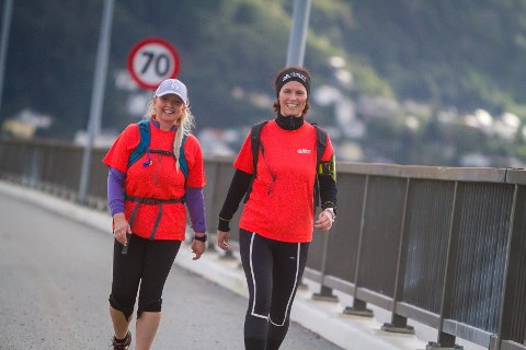 Anita Olsen og Anette Munos koste seg under Bergen fjordtur.