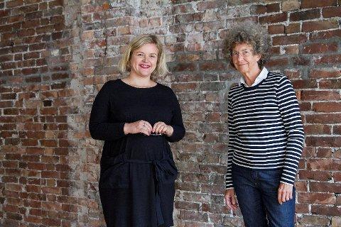 Silje Stavrum Norevik (til venstre) skal lede den nye satsingen på Litteraturhuset i Bergen, «Foreldrerådet». Her sammen med daglig leder, Kristin Helle-Valle.