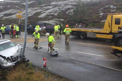 Fem biler kolliderte på riksvei 561 tirsdag ettermiddag.