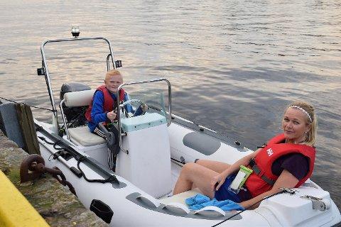 Erik Gjertsen (11) og mamma Reidun Solberg hadde tatt turen fra Strusshamn på Askøy til Torget for å kjøpe seg is.