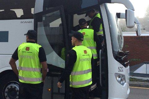I vinter kontrollerte veivesenet 16.300 busspassasjerer for beltebruk. 3.600 av dem satt usikret.