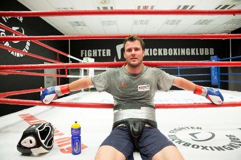 Bokseren Tim-Robin Lihaug satser friskt videre i lett tungvekt. Han er i fullt trening og jobber mot ny kamp i månedsskiftet november/desember.