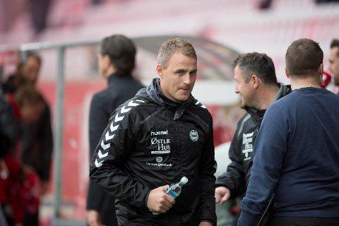 Den tidligere Brann-spilleren Bengt Sæternes er nå trener i Sandnes Ulf. De har fått en god start på sesongen, men trenger tre poeng i denne kampen for å henge med i kampen om direkte opprykk.