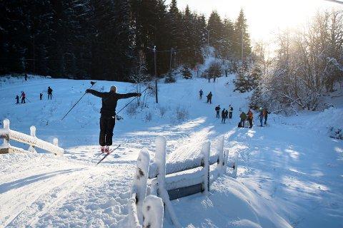 Sol og påskestemning på Totland i dag. Bra skiføre og mye folk.