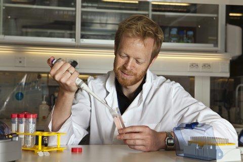 MANGE HAR TRO PÅ DEM: Forsker og visedirektør Endre Kjærland i biotech-bedriften som til og med statsministeren tør skryte av. FOTO: NILS OLAV MEVATNE