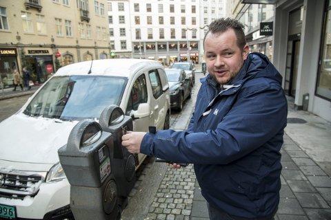 Stian Lindborg hadde ikke fått med seg de nye parkeringsreglene da han parkerte i sentrum i går.