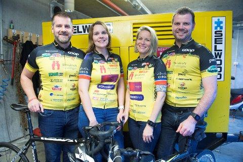 Peter Nordgreen (45), Ingerd Lene Nyheim (34), Janicke Larsen (45) og Stian Bjelland (40) er klare for langtur til Paris. Her iført fjorårets sykkeldrakter. - Det er fremdeles tid til å få logoen på årets trøye, hvis du vil sponse Team Rynkeby, sier gjengen.