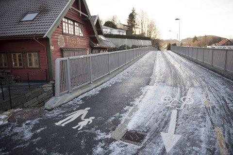 LUKSUS I FANA: Det er tilsvarende standard som dette at resten av sykkelveien mellom Lagunen og Nesttun skal få. Det er andre byggetrinn i en ny sykkelstamveg mellom sørlige bydeler og sentrum. Første var fra Flesland til Lagunen.FOTO: ARNE RISTESUND