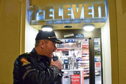Innsatsleder Ole Marius Røttingen sier den ansatte blir tatt hånd om etter hendelsen.