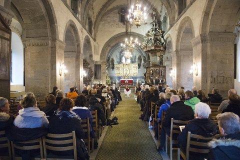 Mariakirken var omtrent fullsatt under seremonien. Mange ville ta farvel, og takke Ottoen.