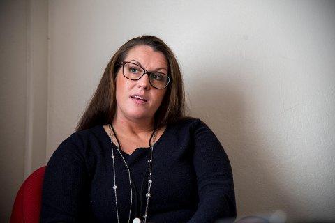 Linda Ellefsen Eide forsvarer den tiltalte kvinnen. Hun mener etterforskningsmaterialet peker mot en mulig annen gjerningsperson.