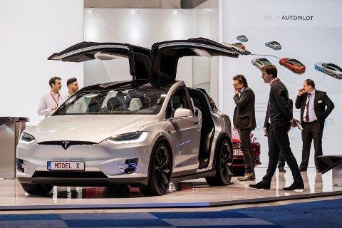 Men look at the Tesla Model X during the media day of the 95th European Motor Show in Brussels on Friday, Jan. 13, 2017. (AP Photo/Geert Vanden Wijngaert)