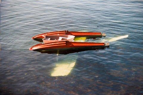 I oktober 1987 styrtet et sjøfly i sjøen ved Vågenes i Radøy kommune.  Flygeren, en 28 år gammel mann ble berget på mirakuløst vis. BA møtte to av redningsmennene, tredjemann er død.
