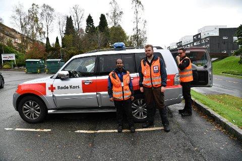 Henrik Daniel Skaalvik, Øystein Indrevik og Nicolas Portice fra Bergen Røde Kors deltar i søket.