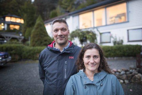 Therese Halvorsen Røst og Erlend Koppen Skar            har hatt automatisk strømmåler i huset sitt i Stokkedalen siden slutten av mai i år.
