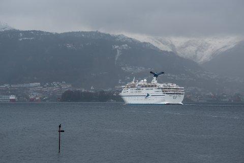 Cruiseskipet Magellan ble bygget for over 30 år siden i Danmark. Det har plass til 1452 passasjerer.