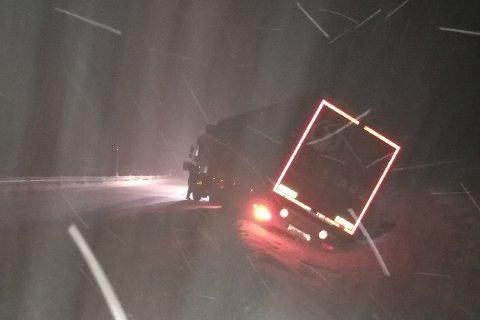 Det utenlandske vogntoget kjørte i grøften på Hardangervidda tirsdag kveld.