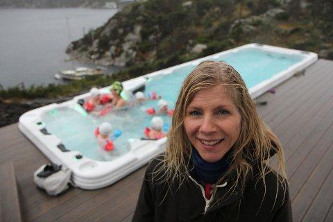 Eier og daglig leder Lise Lauvik i Langøy friluftsbarnehage har lenge ønsket å bygge basseng. Torsdag var det en realitet.