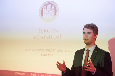 Byråd Erlend Horn (V) får kritikk fra ungdomspartiene til H og Frp for å levere en lite konkret plan.