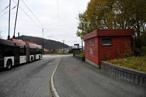 Nå skal holdeplassen på Birkelundstoppen gjøres tryggere.