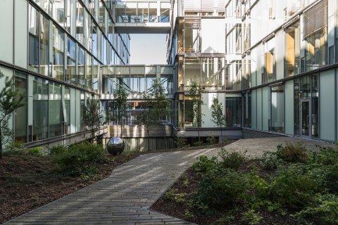 Tre arkitektselskap har samarbeidet om å skape det nye Barne- og ungdomssykehuset på Haukeland. Fredag stakk de av med Bergen kommunes arkitektur- og byformingspris for 2017. I sin skriver juryen blant annet: «Det sies at arkitektur er frosset musikk, og i dette tilfellet stemmer det».