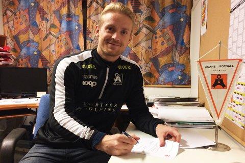 Geir André Herrem (29), som har vært toppscorer for Åsane de to siste sesongene, signerte tirsdag en ny ettårskontrakt med Åsane.