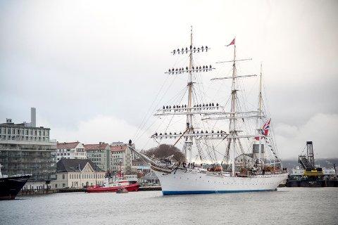 Det er usikkert om sjøkrigsskolen skal fortsette med sine tokt med Statsraad Lehmkuhl. Bildet er fra desember, da kadettene kom hjem etter tre måneder til havs.