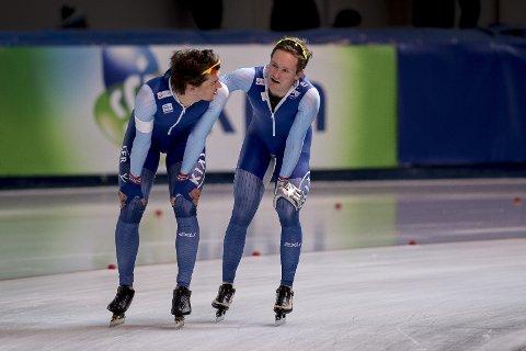 Allan Dahl Johansson (til venstre) endte på femteplass på 1500 meter under verdenscupen i Calgary søndag. Her med Sverre Lunde Pedersen. Foto: Carina Johansen / NTB scanpix