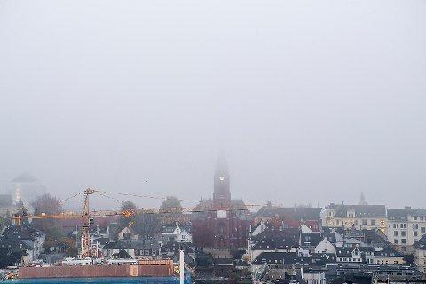 I midten av november våknet bergenserne opp til tett tåke i sentrum. Tåken legger seg også over boligprisene mellom de syv fjell.