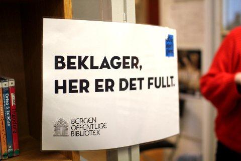 I høst slapp Sigrid Sollund boken «Hersketeknikker – nyttige og håpløse». Da hun kom for å holde foredrag i Bergen onsdag kom det så mange folk at flere hundre måtte gå skuffet hjem.