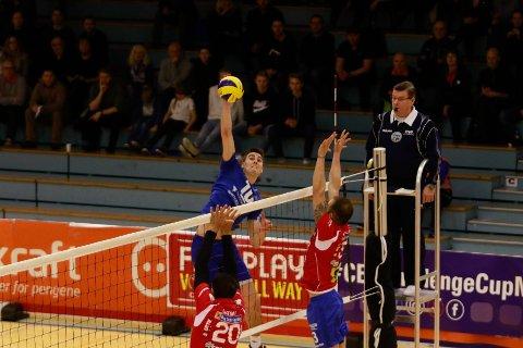 Kristian Mjelde Bjelland og Viking tapte 0-3 i første kamp mot Foinikas SYROS.