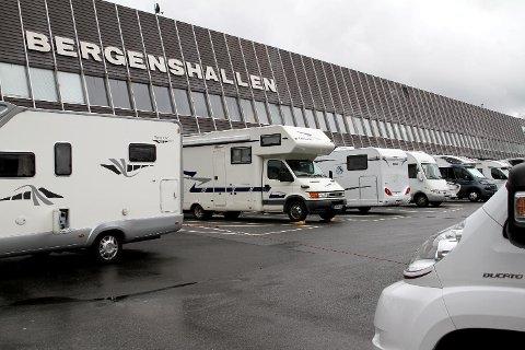 Bobilparkeringen ved Bergenshallen er stort sett full gjennom hele sommersesongen. (Arkiv)