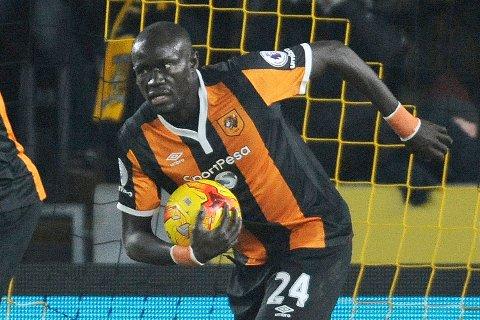 Oumar Niasse scoret Hulls andre mål mot Liverpool.