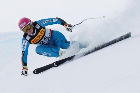 Her er Maria Tviberg (22) på vei ned super-G-løypen i St. Moritz. Med en 23.-plass fra forrige VM, var ikke Åsane-jenten fornøyd med 25.-plassen i går. (Foto: Cornelius Poppe, NTB scanpix)