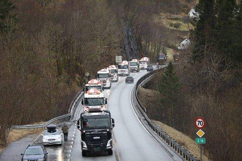 """Etter apellene ble det holdt """"kjør sakte""""-aksjon på E16 mellom Arna og Trengereid."""