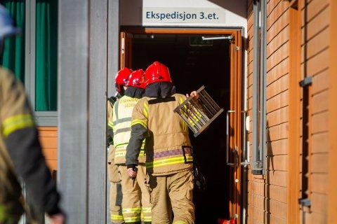 Dette bildet ble tatt under den forrige brannen på Knarvik videregåande skule, som skjedde tirsdag 7. mars.