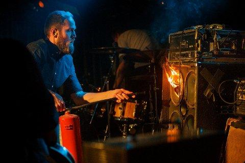 Det begynte å brenne under en konsert på Garage lørdag.